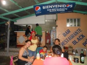 El lugar por donde penetraron los españoles al lago actualmente se encuentra el bar y restaurante Black Power.