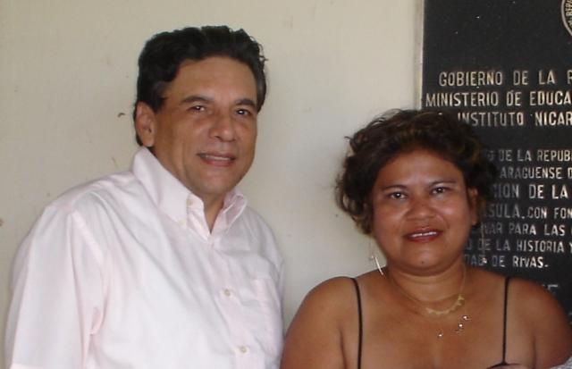 El Editor Sergio Espinoza Hernández y la Directora Maritza Vargas.