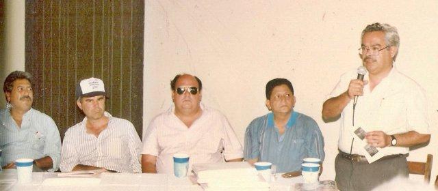 José León Talavera Salinas, Ricardo Barrios Velásquez (coordinador), el poeta Álvaro Urtecho (q.e.p.d.),  Ramón Valdez Jiménez y Francisco Guzmán en uso de la palabra.